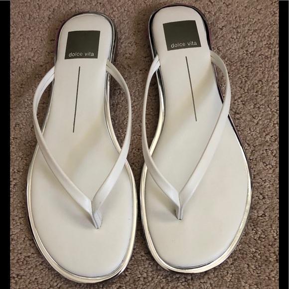 edabc4bbf6e2 Dolce Vita Shoes - Dolce Vita dawn thong sandal 6.5